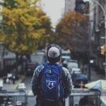gorras y mochilas